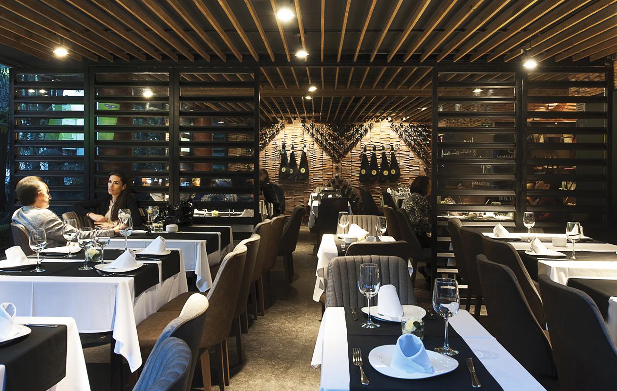 insignias-interiorismo-arquitectura-restaurante-mallorquina-faci-leboreiro-arquitectos-2
