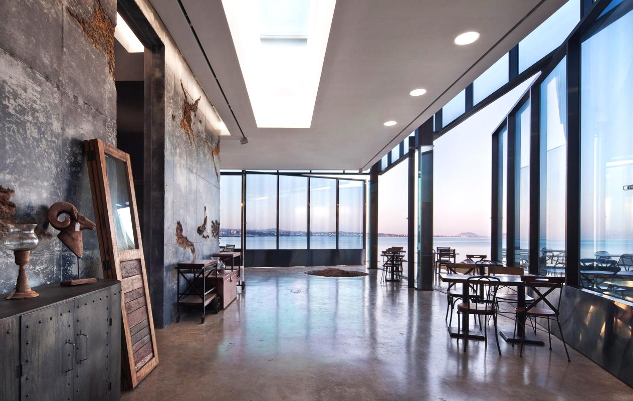 mons-cafe-arquitectura-brutalista-industrial-airelibre-3