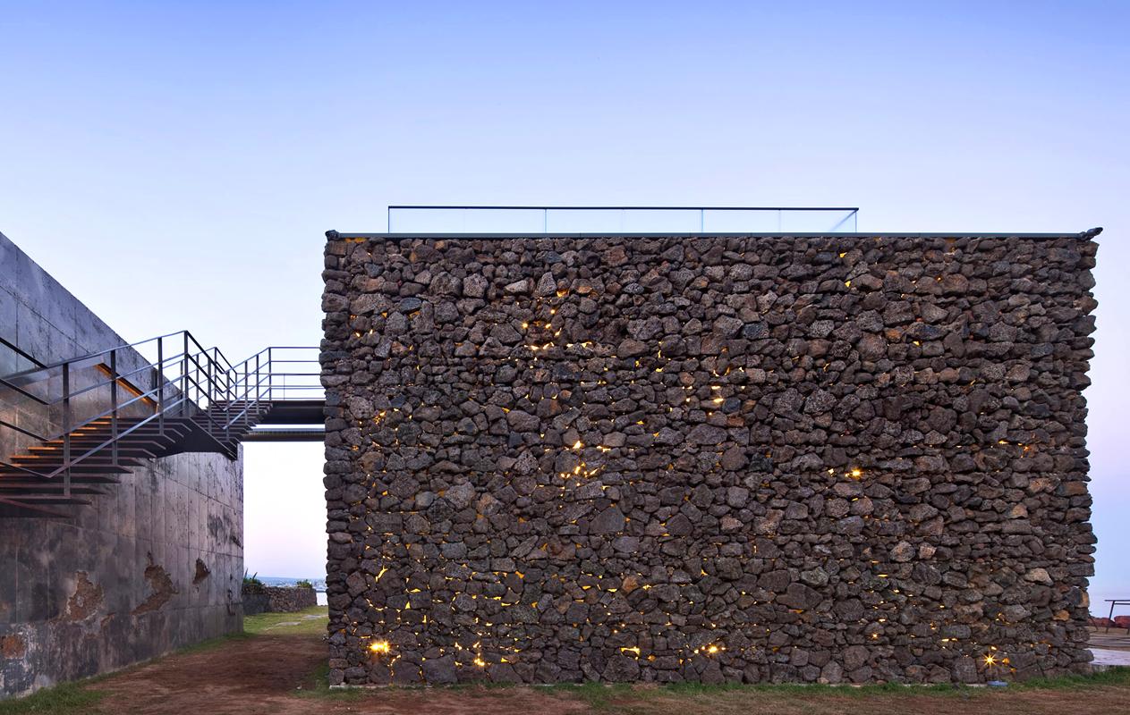 mons-cafe-arquitectura-brutalista-industrial-airelibre-5