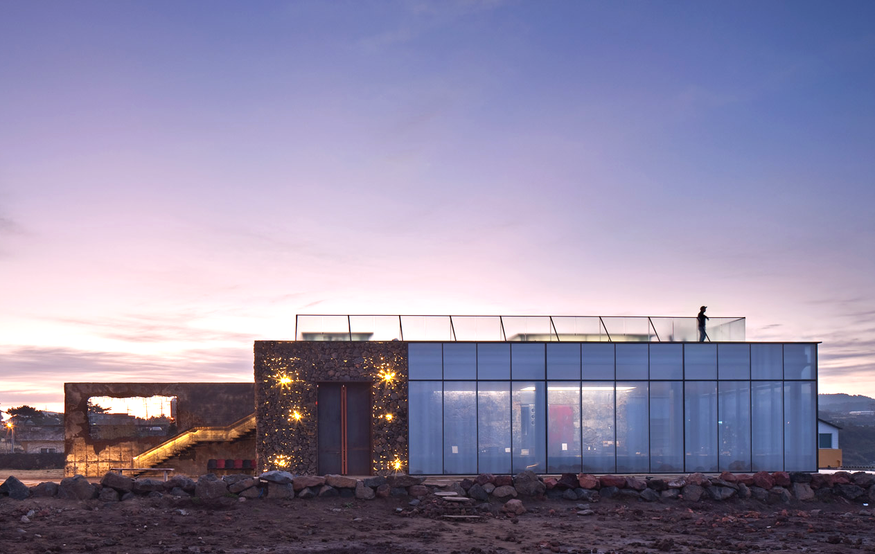 mons-cafe-arquitectura-brutalista-industrial-airelibre-6
