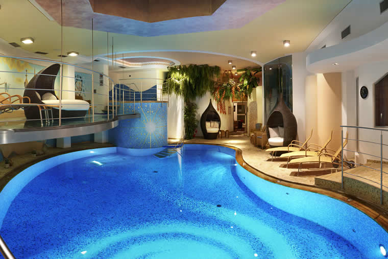 Conviene tener piscina dentro de la casa m xico design for Case moderne con piscina